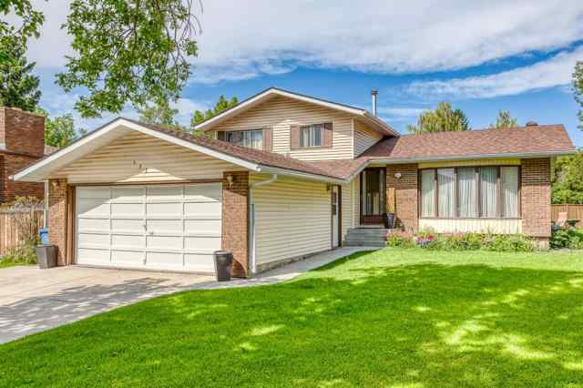 127 RUNDLEVILLE Place NE in Rundle Calgary