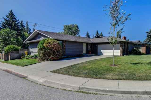 751 PARKWOOD Way SE in Parkland Calgary
