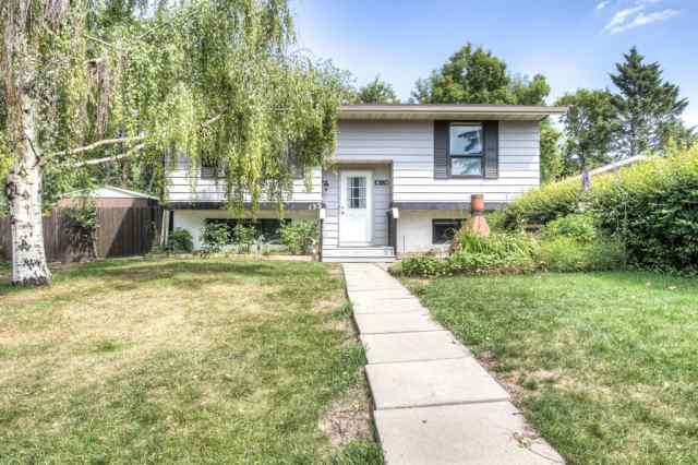 132 Bow Green Crescent NW in Bowness Calgary