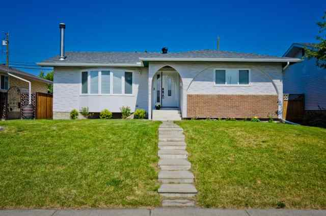5508 5 Avenue SE in Penbrooke Meadows Calgary