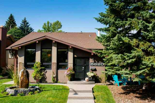 5620 LODGE Crescent SW in Lakeview Calgary