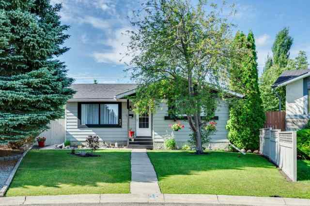 51 DEER LANE Place SE in Deer Run Calgary