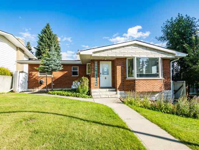 Charleswood real estate 2719 CRAWFORD Road NW in Charleswood Calgary