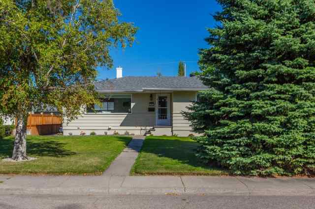 MLS® #A1025257 90 WEDGEWOOD Drive SW T3C 3G6 Calgary