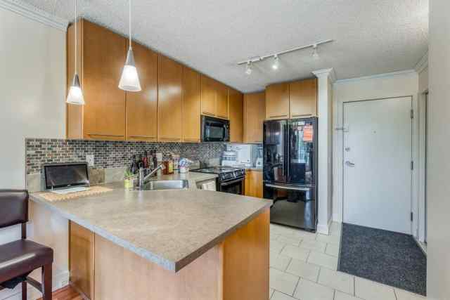 444, 35 Richard Court SW T3E 7N9 Calgary