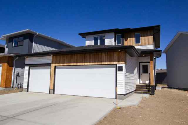 1353 Pacific Circle W in Garry Station Lethbridge MLS® #A1028299