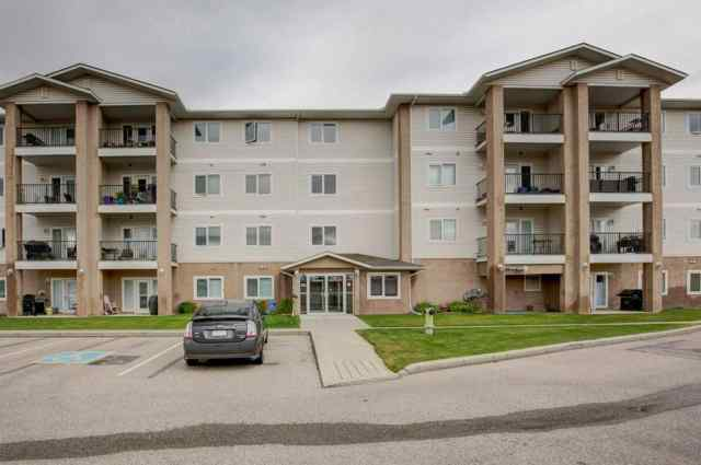 Unit-304-300 EDWARDS  Way NW in Willowbrook Airdrie MLS® #A1029903