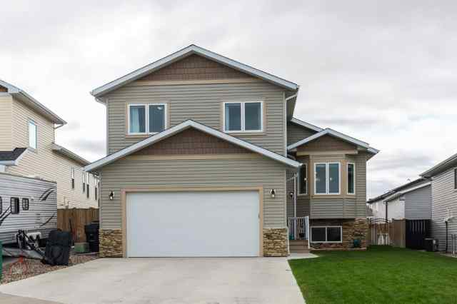 Sunridge real estate 6 Mt Sundial Bay W in Sunridge Lethbridge