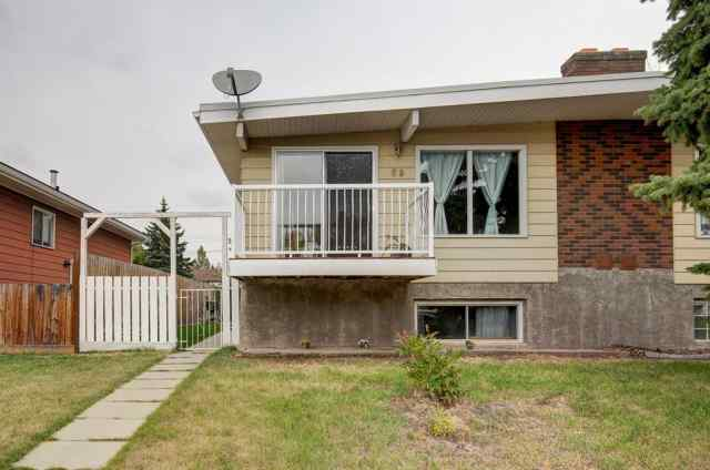 Queensland real estate 69 QUEEN ISABELLA Close SE in Queensland Calgary
