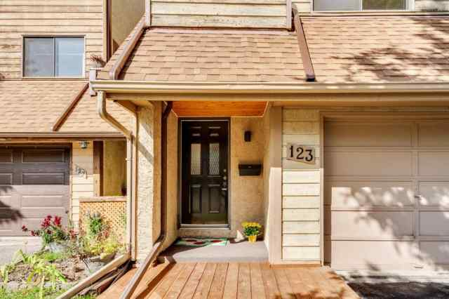 123 WOODVALE Bay SW in  Calgary MLS® #A1032069