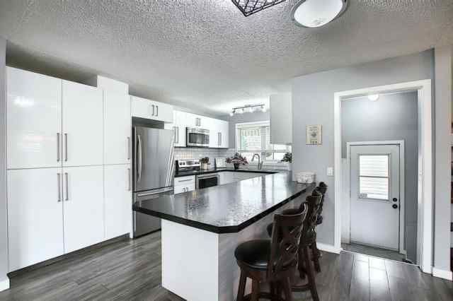 MLS® #A1032091 319 BEDDINGTON Circle NE T3K 1M9 Calgary