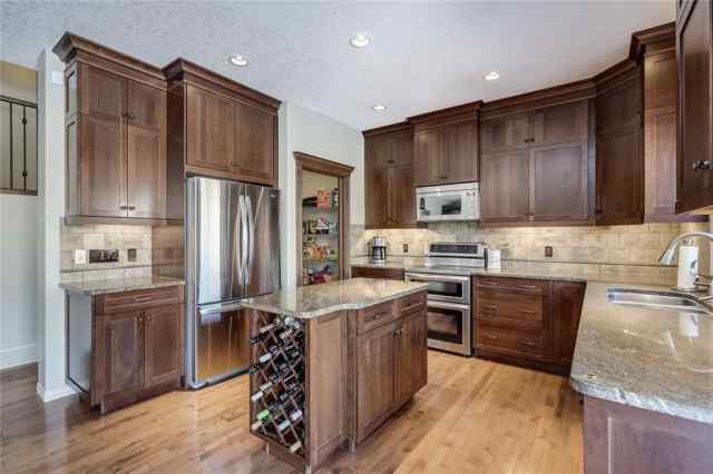 Tuscany real estate 30 TUSCANY ESTATES Point NW in Tuscany Calgary