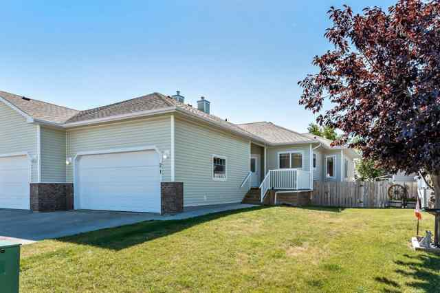21 Skyline  Mews in NONE Claresholm MLS® #A1033986