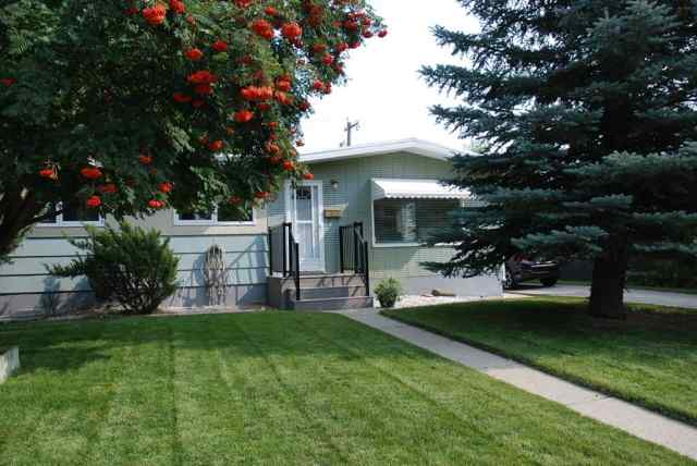 Lakeview real estate 1015 29A Street S in Lakeview Lethbridge
