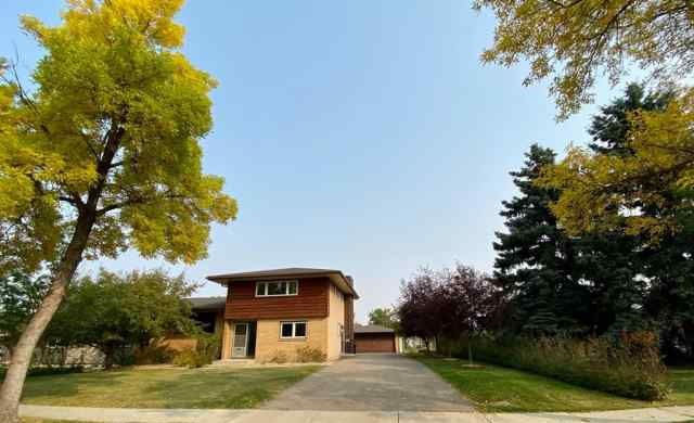 Rosedale real estate 4211 52 Street in Rosedale Camrose