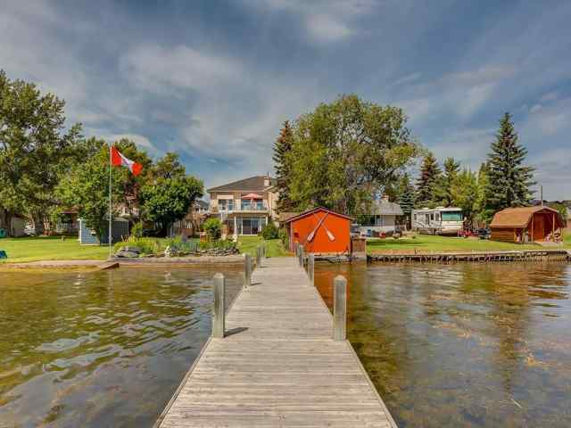 586 WEST CHESTERMERE Drive in The Beaches Chestermere MLS® #A1035903