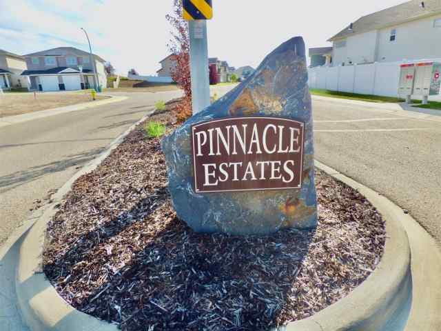 Pinnacle real estate 5 Pembrooke  Court in Pinnacle Blackfalds