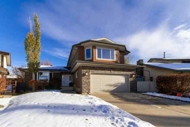 Dalhousie real estate 215 Dalcastle Way NW in Dalhousie Calgary