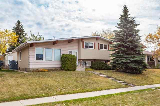 352 Queensland  Drive SE in Queensland Calgary MLS® #A1037657