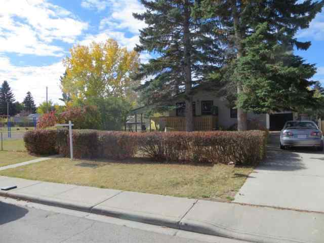 Bowness real estate 4615 82 Street NW in Bowness Calgary
