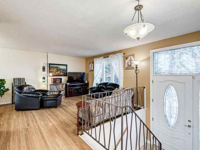 MLS® #A1041672 320 Willow Park Drive SE T2J 0K8 Calgary