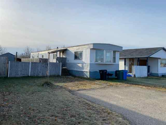 real estate 30 Park View  Village in  Beaverlodge