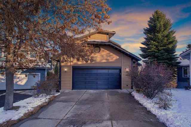 319 Stravanan Bay SW in  Calgary MLS® #A1043369