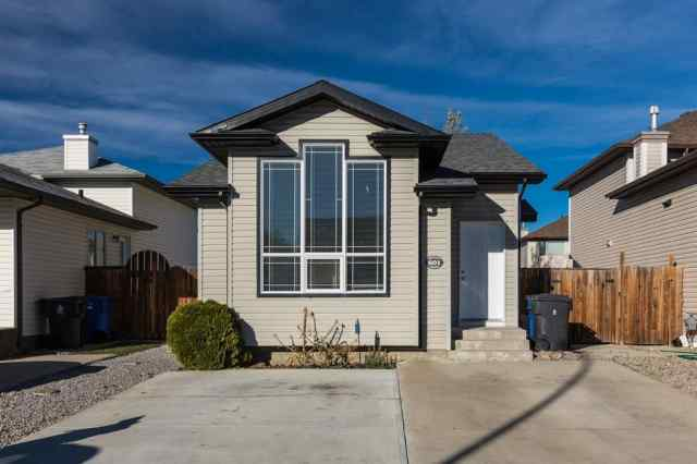 Indian Battle Heights real estate 601 Squamish  W in Indian Battle Heights Lethbridge