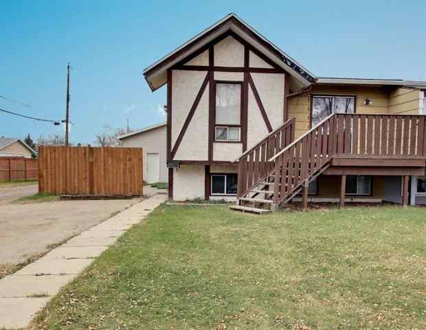 Grandview real estate 6218B 48A Avenue in Grandview Camrose