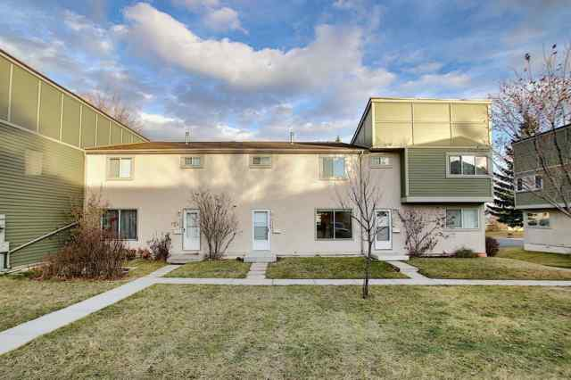 412, 406 Blackthorn Road NE in Thorncliffe Calgary