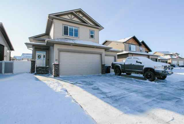 Cottonwood Estates real estate 18 Churchill Place in Cottonwood Estates Blackfalds