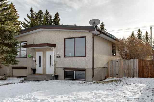 Bowness real estate 7301 / 7303 37 Avenue NW in Bowness Calgary