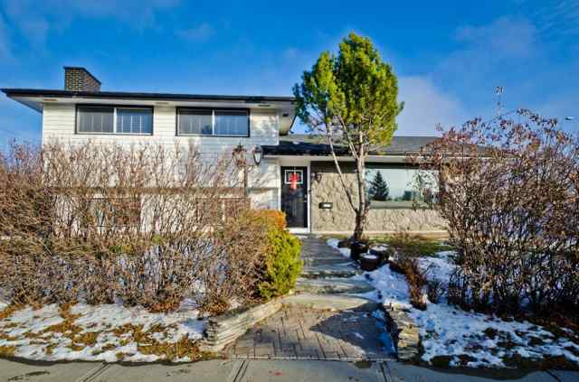 5235 VALLANCE Crescent NW in Varsity Calgary MLS® #A1050355