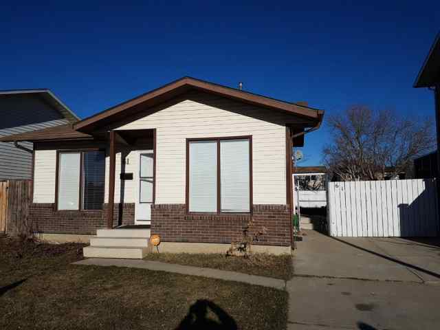 61 Beaverpond Court N in Uplands Lethbridge MLS® #A1051338