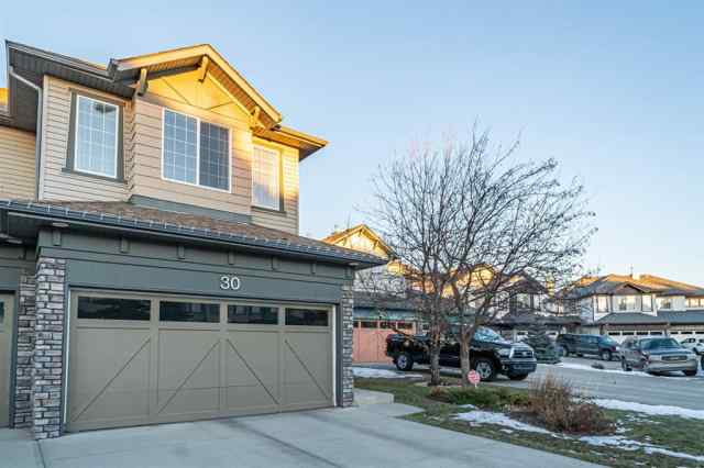 30 Cougar Ridge Bay SW in  Calgary MLS® #A1052185