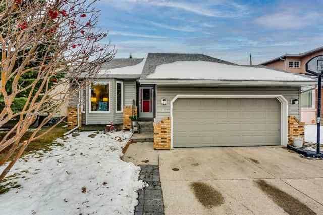 43 Maple Way SE in Meadowbrook Airdrie MLS® #A1052336