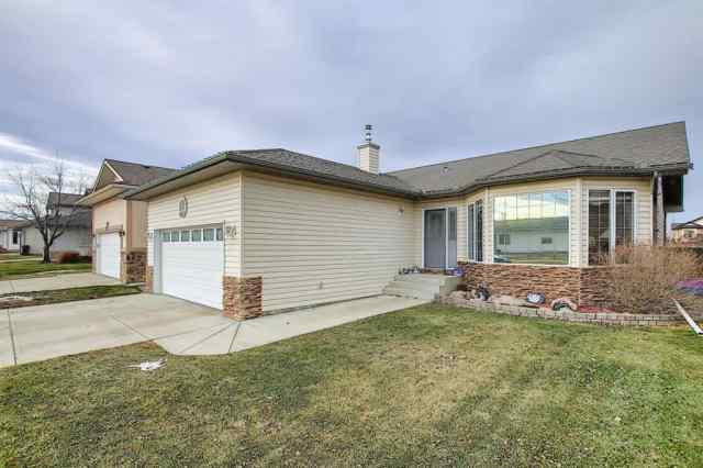 Vista Mirage real estate 1612 Riverside Drive NW in Vista Mirage High River