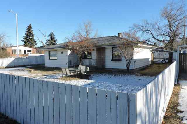 Bowness real estate 4656 85 Street NW in Bowness Calgary