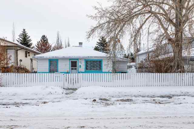 Bowness real estate 4608 82 Street NW in Bowness Calgary