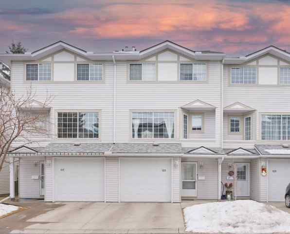 121 Kingsland Court SW in  Calgary MLS® #A1060121