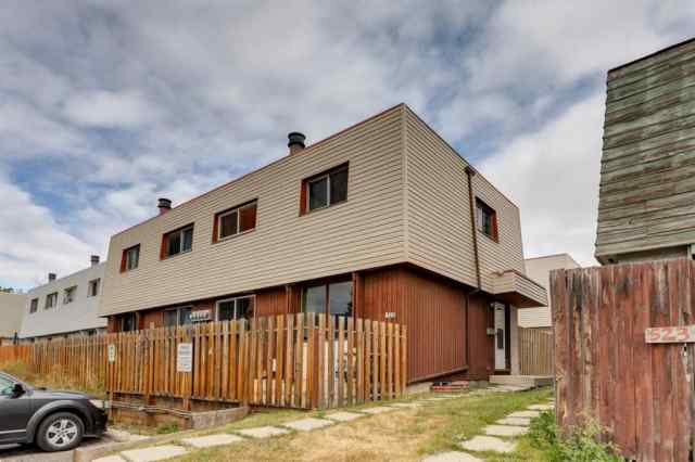 #4, 519 64 Avenue NE in Thorncliffe Calgary
