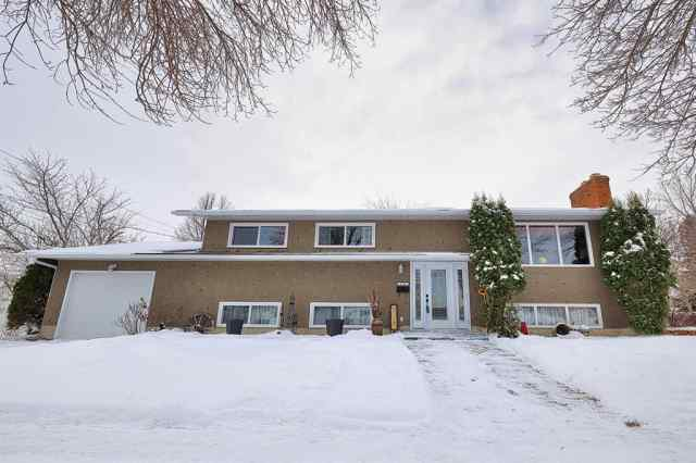 6109 43 Avenue in Mount Pleasant Camrose