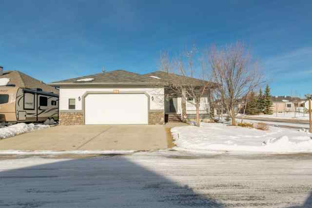 NONE real estate 320 Sunset Way in NONE Crossfield