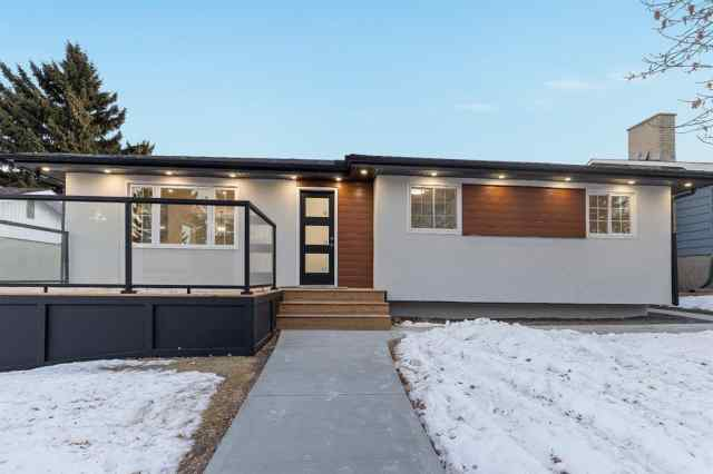 7032 Hunterbow  Crescent NW in  Calgary MLS® #A1063323