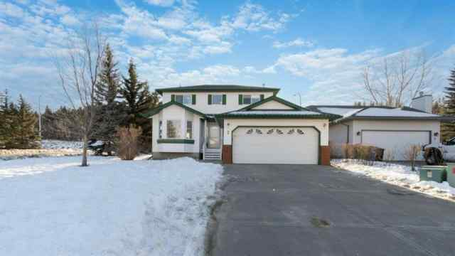 Bow Meadows real estate 2 Bow  Court in Bow Meadows Cochrane