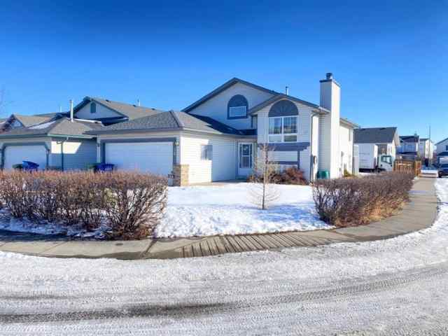 36 Willowbrook Drive NW in Willowbrook Airdrie