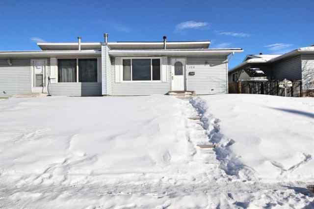 Pineridge real estate 128 Pinehill Road NE in Pineridge Calgary