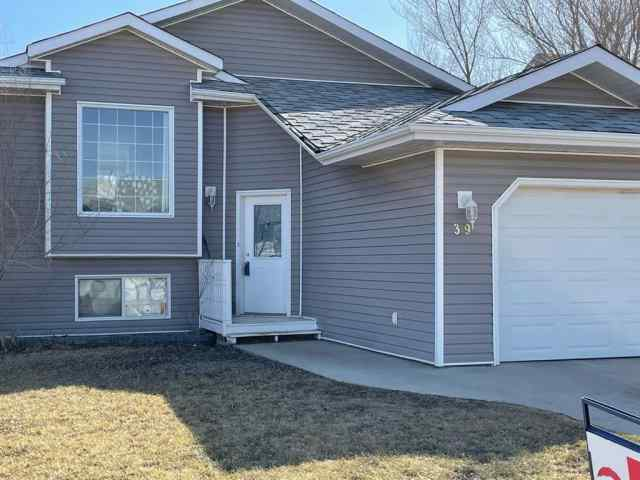 Uplands real estate 39 Upland Road W in Uplands Brooks