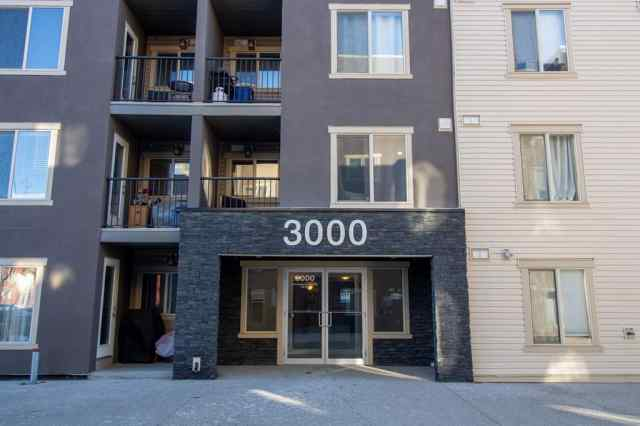 3305, 403 Mackenzie Way SW in Downtown Airdrie