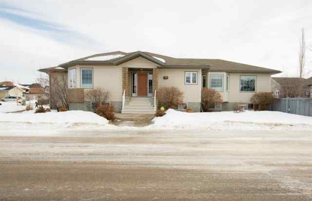 Crystal Lake Estates real estate 9057 128A Avenue in Crystal Lake Estates Grande Prairie